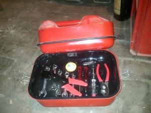 Boîte à outils dans un jerrican